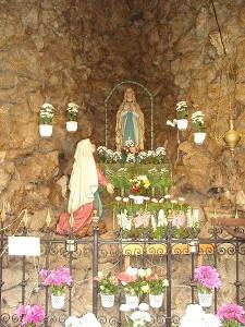 Csénye Lourdesi kápolnabelső